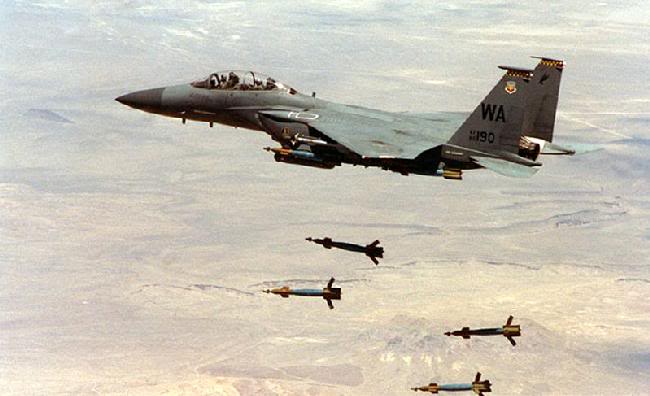 ระเบิดร่อนนำวิถี GBU-12 Paveway   ปล่อยจาก F16 กองทัยอากาศไทย